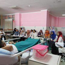 Pelatihan Praktik Restarin, Oral Hygine dan Masase Pasien